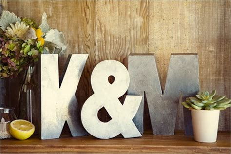 Card And Gift Table - 5 creative ideas for your wedding day gift table