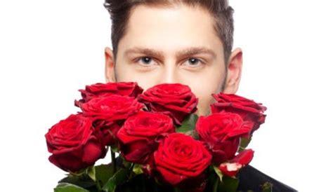 regalare fiori a un uomo si possono regalare fiori a un uomo e quali leitv