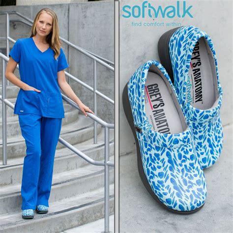 comfortable shoes waitress 25 best ideas about waitress outfit on pinterest dress