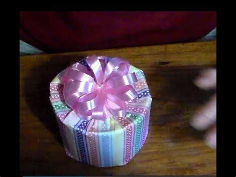 como envolver una taza para regalar como envolver una caja redonda para regalo how to wrap a