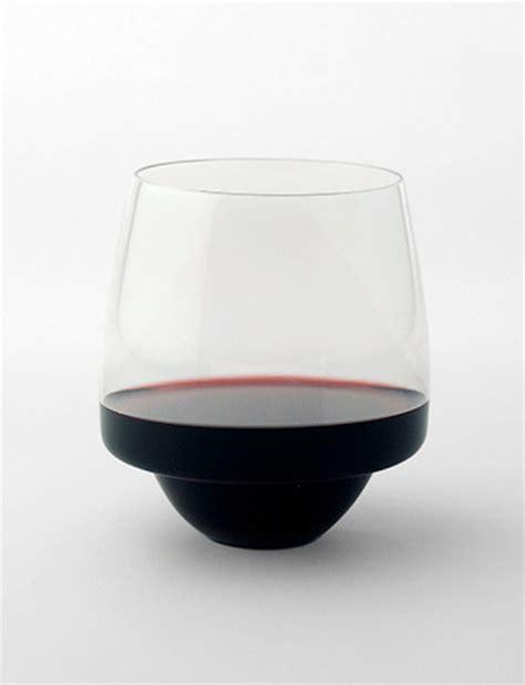 glass spilling wine glass spilling