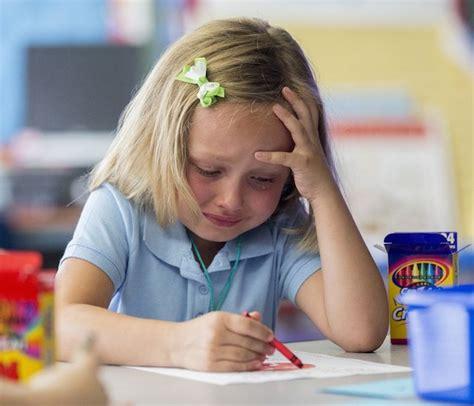 mal di testa da pianto mal di scuola i sintomi e i rimedi naturali
