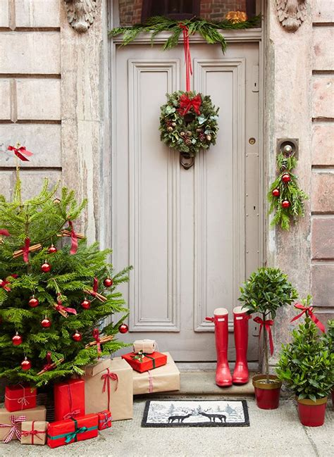 christmas porch decorations 38 stunning christmas front door d 233 cor ideas digsdigs