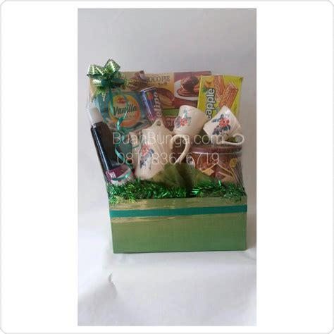 Jual Keranjang Parcel Di Tangerang jual parcel lebaran makanan di cibinong bogor 081283676719 kode dm 06 buahbunga