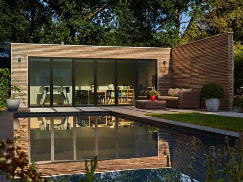Pool House En by Poolhouse En Bois Exotique Padouk Avec Ch 226 Ssis