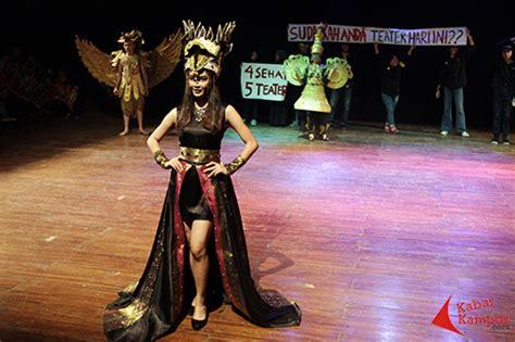 parade busana  hari teater sedunia isbi bandung