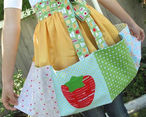 sewing bee apron 712 best aprons images on pinterest sewing aprons apron