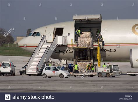 commercial air freight transport logistics loading
