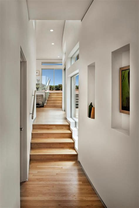 design features  long curving hall  sweeps