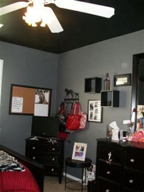 Bedroom With Black Ceiling by Black Ceiling On Ceilings Black Furniture And