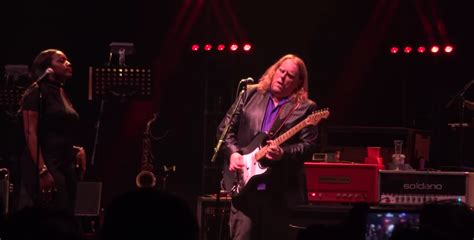 gov t mule guests honor musicians who died in 2016 on rip glenn frey gov t mule play take it easy at the