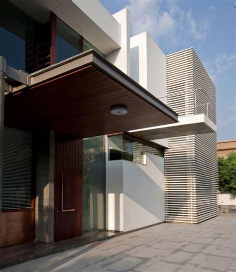 poona house architected by rajiv saini in mumbai india front door poona house in mumbai india by rajiv saini