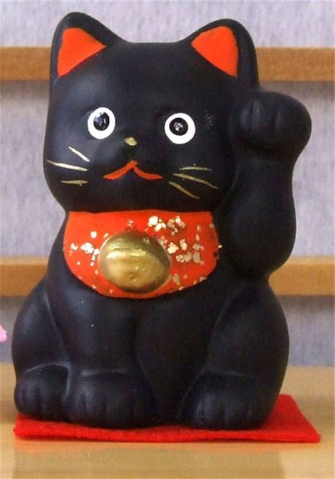 Maneki Neko Lucky Feng Shui black cat with raised paw small A1