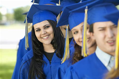 hairstyles to wear under graduation cap how to wear a graduation cap what side does the tassel go