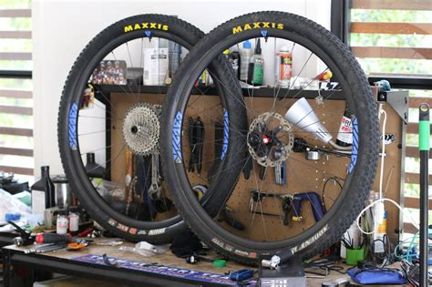 lights on wheels of a bicycle we take a look at the light bicycle xc923 wheels
