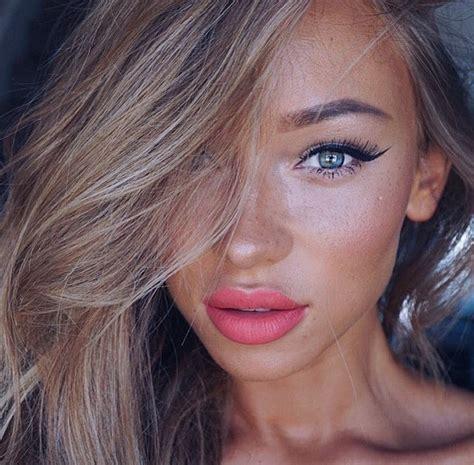 beautiful blue eyes brunette girl selfie pretty image 3702732 par marine21 sur favim fr