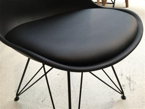 stuhl metallgestell design stuhl stuhl gepolstert mit metallgestell schwarz