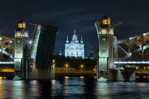 porto di san pietroburgo crociera sul volga in russia da mosca a san pietroburgo