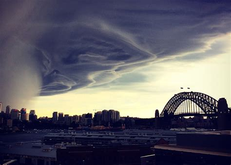 Search Sydney Photos Another Dramatic Rolled In Sydney Tonight Business Insider