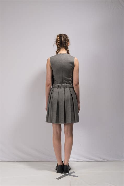 this is the the roll pleated skirt grey in