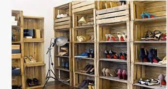 Wonderful Idee Rangement Chaussures A Faire Soi Meme #8: Dressing-chaussures-avec-casiers-rangement-caisses-en-bois-recup.jpg