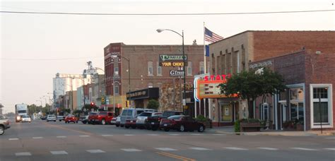 file downtown larned kansas 2009 jpg wikimedia commons