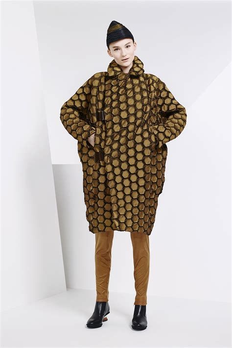 Issey Miyakes Populist Fashion by Issey Miyake Pre Fall 2015 Collection Photos Vogue