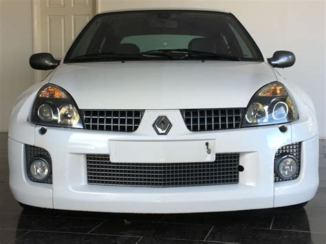 renault clio v6 white used pearlescent white renault clio for sale west sussex
