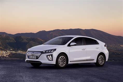hyundai ioniq electric 2020 2020 hyundai ioniq electric gets larger battery 182 mile
