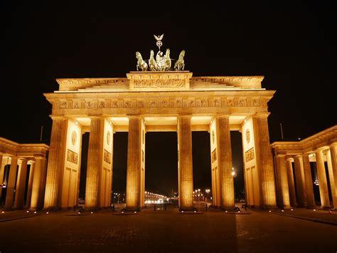 porta di berlino foto gratis porta di brandeburgo berlino immagine
