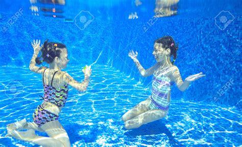 imagenes de niños jugando con agua descarga estas fotos de ni 241 os jugando en el agua