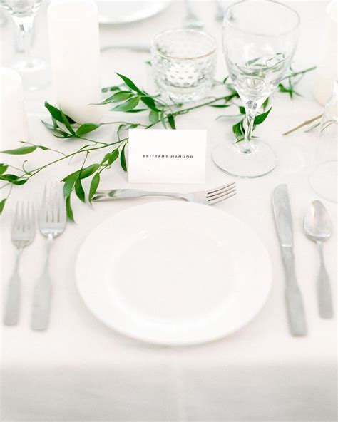 White Table Settings 25 Best Ideas About White Table Settings On Table Setting Pictures Striped Table