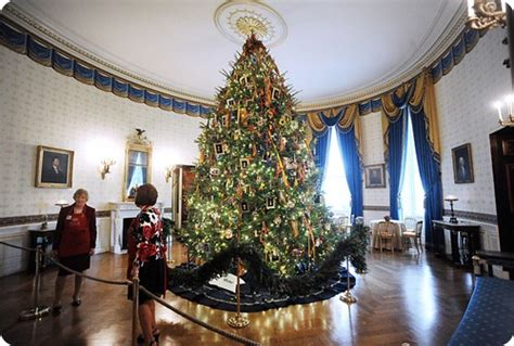 christmas decorated homes inside white house blue room christmas tree11 the women s eye