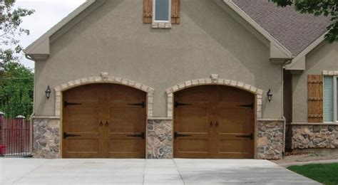 Farm Style Garage Doors by Gorgeous Wood Carriage Style Garage Door Farmhouse