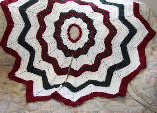 christmas ripples tree skirt pattern crochet your christmas tree skirt 21 free patterns
