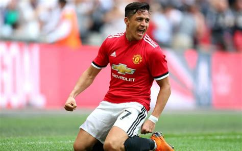 alexis sanchez united man utd news alexis sanchez dig at arsenal after