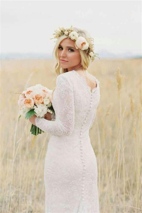 White Vintage Wedding Dresses by Vintage And Rustic White Lace Scalloped Sleeve