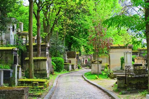 Narrow Lot Houses Visiting P 232 Re Lachaise Cemetery Cool Things To See In Paris