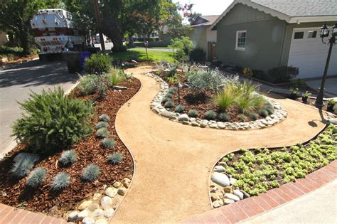 Grassless Modern Landscape Los Angeles By Dattola Decomposed Granite Landscaping