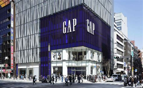 Designer News After A Stint With The Gap Roland Mouret Plans High End Debut Second City Style Fashion by The Edged Sword For Fast Fashion Brands