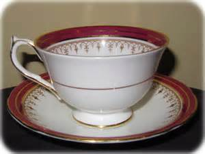 Ducal Pottery Vases Aynsley China Durham Maroon Pattern 1646 Teacup And Saucer Set