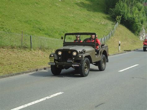 Lu Jeep 139 073 willys jeep lu 4424 am 27 mai 2012 in sarnen oio busfrei startbilder de