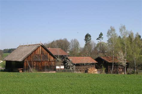Bauernhof Mit Scheune by Kostenlose Foto Bauernhof Haus Geb 228 Ude Scheune