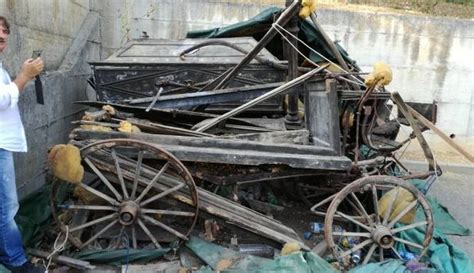 carrozze funebri carri funebri abbandonati danno erariale cronaca