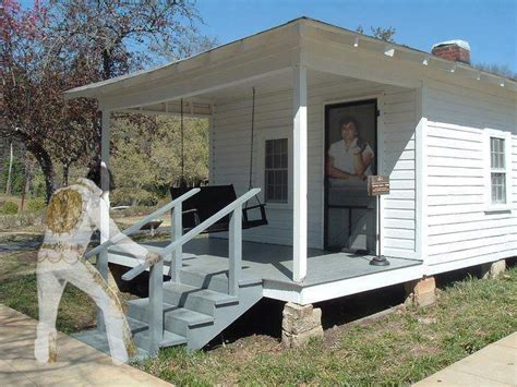 elvis presley house elvis house in tupelo mississippi elvis pinterest