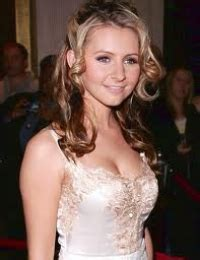 Beverley Mitchells Diet by How Is Beverley Mitchell Height 5ft 1 Or 155cm