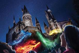Four Lights Houses The Nighttime Lights At Hogwarts Castle To Premiere June