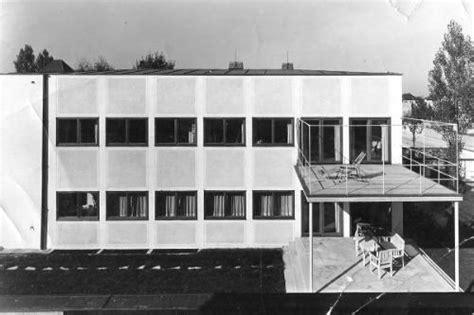 terrassen mit holz 1931 es war einer der ersten flachdachgeb 228 ude vor dem zweiten