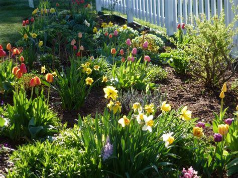 Garten Im Frühling by Gartenarbeit Gartengestaltung Der Garten Im Fr 252 Hling