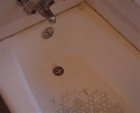 chipped bathtub what can i do if my bathtub is peeling or chipping